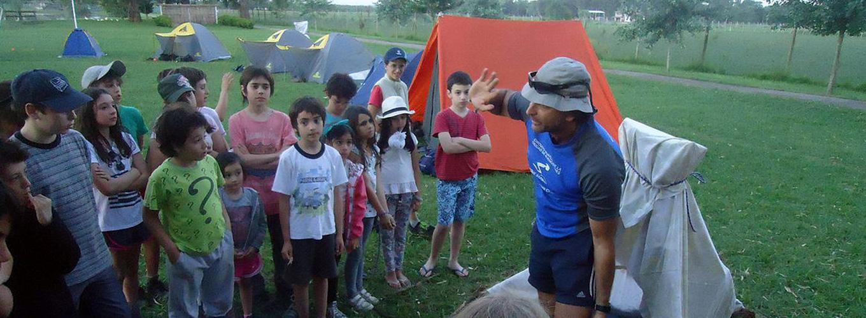 escuela-con-campamento.jpg