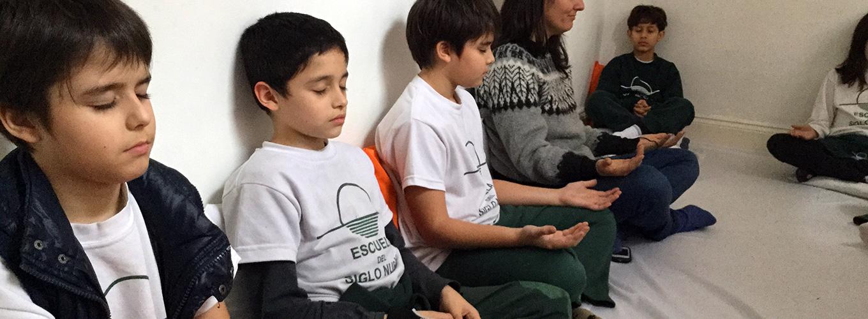 escuela-primaria-con-meditacion.jpg