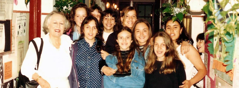 gabriella-roncoroni-con-ex-alumnas.jpg